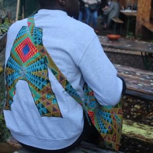 Sweat customisé :  wax à motifs géométriques multicolores